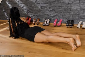 small preview pic number 115 from set 2531 showing Allyoucanfeet model Marcie
