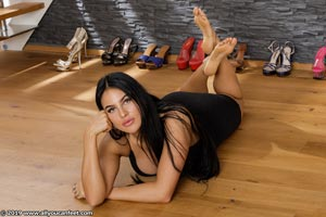 small preview pic number 125 from set 2531 showing Allyoucanfeet model Marcie