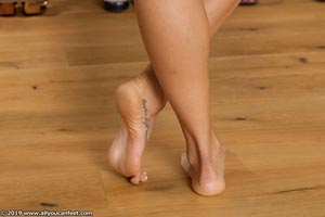 small preview pic number 2 from set 2531 showing Allyoucanfeet model Marcie