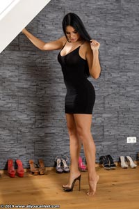 small preview pic number 45 from set 2531 showing Allyoucanfeet model Marcie