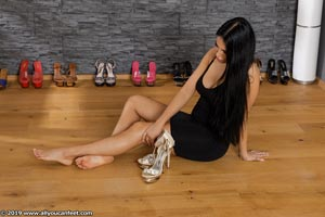 small preview pic number 75 from set 2531 showing Allyoucanfeet model Marcie