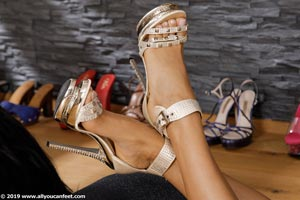 small preview pic number 80 from set 2531 showing Allyoucanfeet model Marcie
