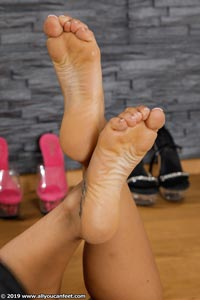 small preview pic number 96 from set 2531 showing Allyoucanfeet model Marcie