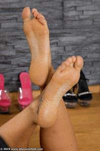 small preview pic number 97 from set 2531 showing Allyoucanfeet model Marcie