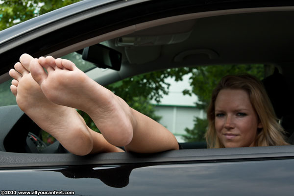 bigger preview pic from set 1007 showing Allyoucanfeet model Tina