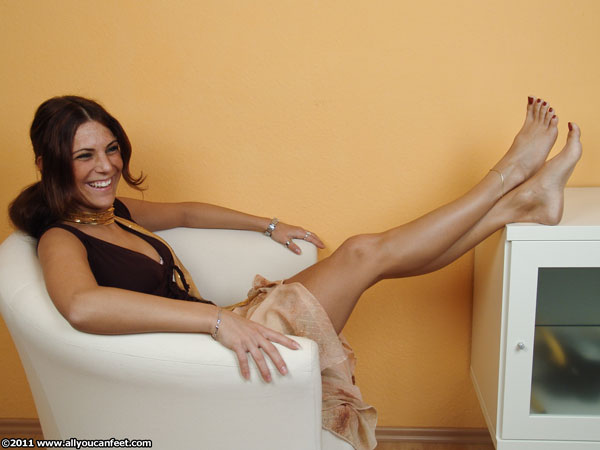 bigger preview pic from set 1028 showing Allyoucanfeet model Mel
