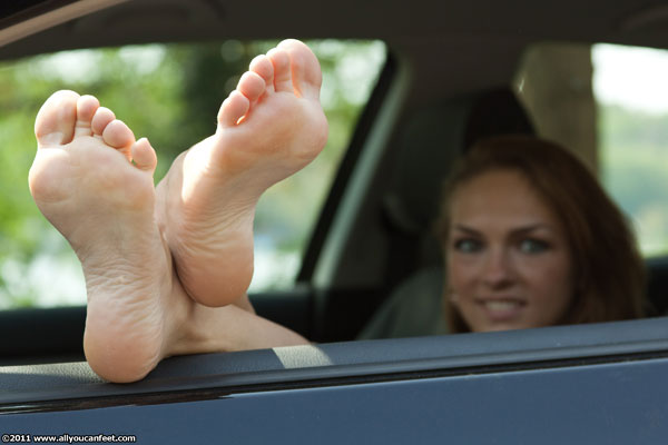 bigger preview pic from set 1057 showing Allyoucanfeet model Tara