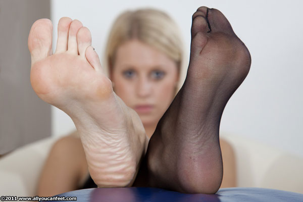 bigger preview pic from set 1065 showing Allyoucanfeet model Nine