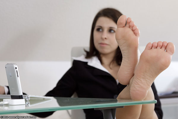 bigger preview pic from set 1094 showing Allyoucanfeet model Steffi
