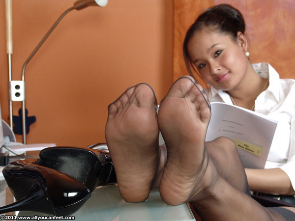 bigger preview pic from set 1096 showing Allyoucanfeet model Jing