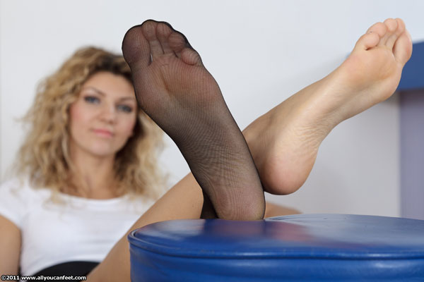 bigger preview pic from set 1117 showing Allyoucanfeet model Nati