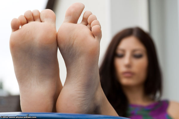 bigger preview pic from set 1158 showing Allyoucanfeet model Dorinka