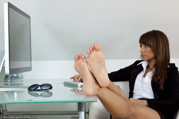 bigger preview pic from set 1172 showing Allyoucanfeet model Sila - New Model