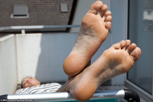 bigger preview pic from set 1173 showing Allyoucanfeet model Mica