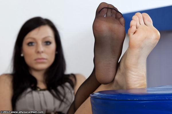 bigger preview pic from set 1204 showing Allyoucanfeet model Valerie