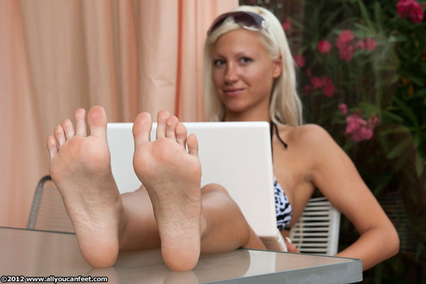 bigger preview pic from set 1205 showing Allyoucanfeet model Eva