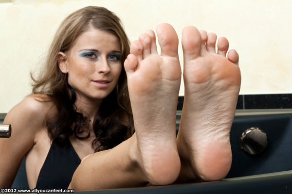 bigger preview pic from set 1207 showing Allyoucanfeet model Naddl