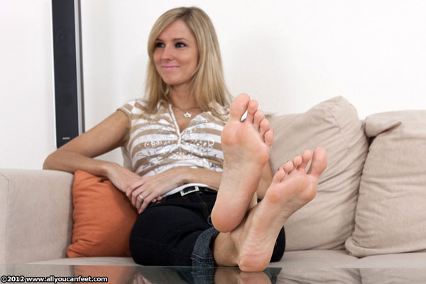 bigger preview pic from set 1210 showing Allyoucanfeet model Joyce