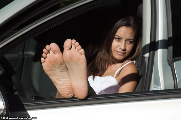 bigger preview pic from set 1218 showing Allyoucanfeet model Brini