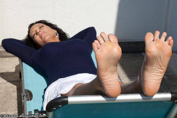 bigger preview pic from set 1248 showing Allyoucanfeet model Norma