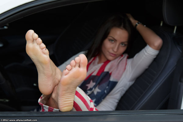 bigger preview pic from set 1251 showing Allyoucanfeet model Gigi - New Model