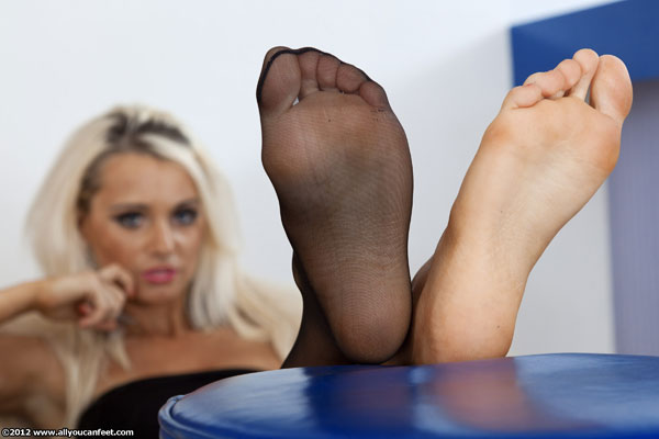 bigger preview pic from set 1283 showing Allyoucanfeet model Lili