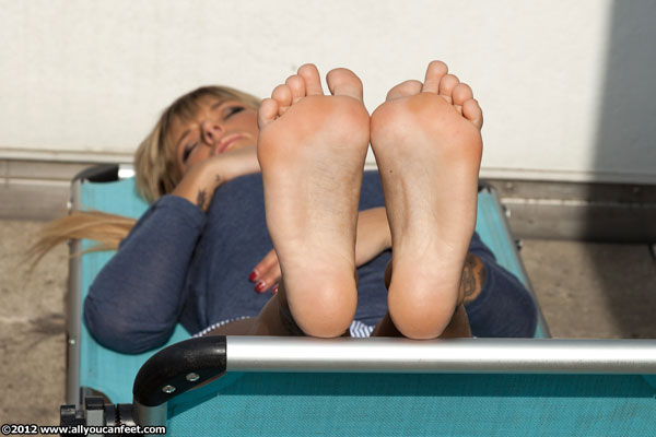 bigger preview pic from set 1286 showing Allyoucanfeet model Nao