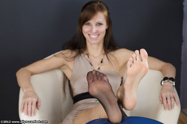 bigger preview pic from set 1313 showing Allyoucanfeet model Joyce