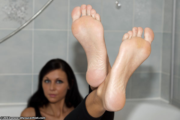 bigger preview pic from set 1317 showing Allyoucanfeet model Cora