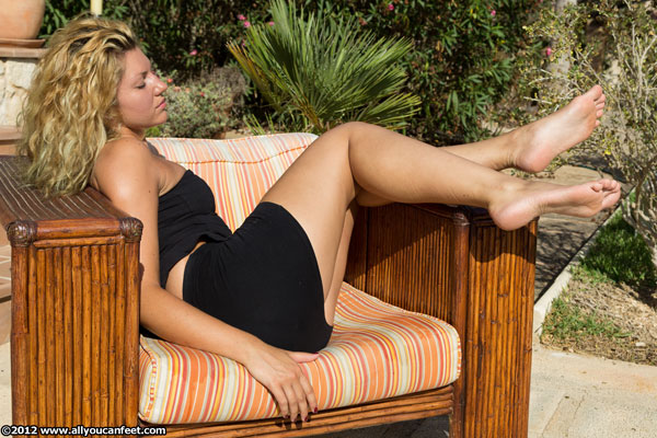 bigger preview pic from set 1329 showing Allyoucanfeet model Nati