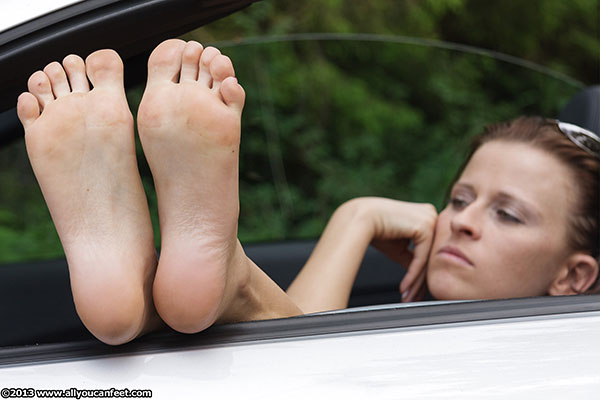 bigger preview pic from set 1414 showing Allyoucanfeet model Naddl