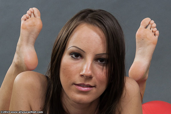 bigger preview pic from set 1423 showing Allyoucanfeet model Sandy