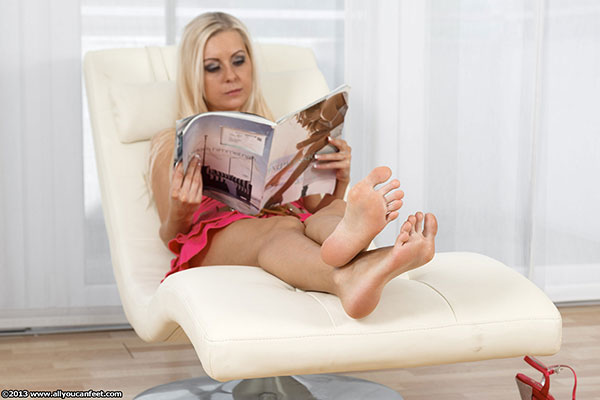 bigger preview pic from set 1477 showing Allyoucanfeet model Vivian - New Model