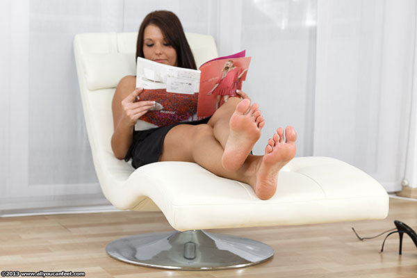 bigger preview pic from set 1486 showing Allyoucanfeet model Josie