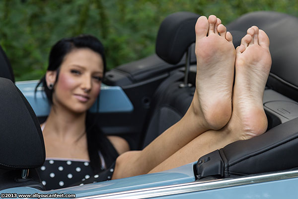 bigger preview pic from set 1514 showing Allyoucanfeet model Liliana