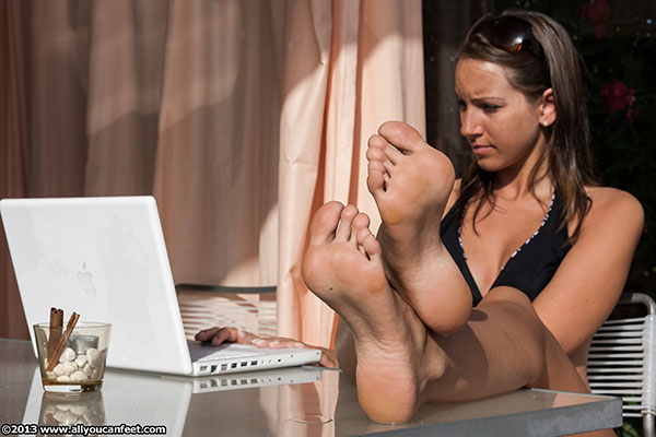 bigger preview pic from set 1518 showing Allyoucanfeet model Sandy