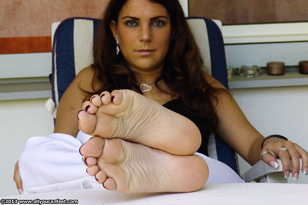 bigger preview pic from set 1533 showing Allyoucanfeet model Mel