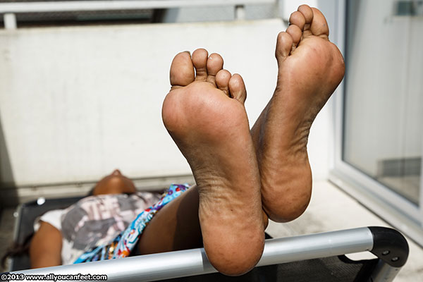 bigger preview pic from set 1596 showing Allyoucanfeet model Asmara