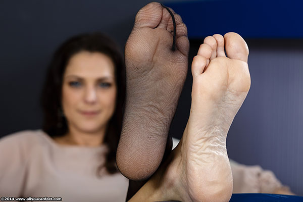 bigger preview pic from set 1622 showing Allyoucanfeet model Mel