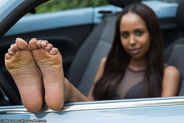 bigger preview pic from set 1624 showing Allyoucanfeet model Melody