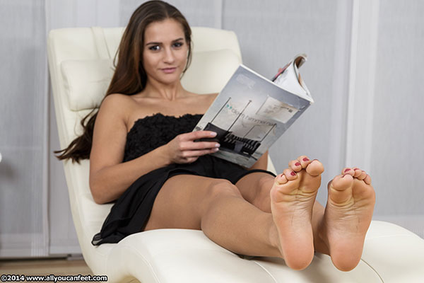 bigger preview pic from set 1640 showing Allyoucanfeet model Jolina