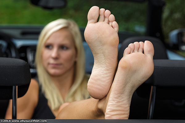 bigger preview pic from set 1668 showing Allyoucanfeet model Zoe