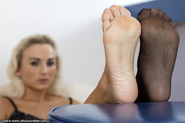bigger preview pic from set 1672 showing Allyoucanfeet model Tini