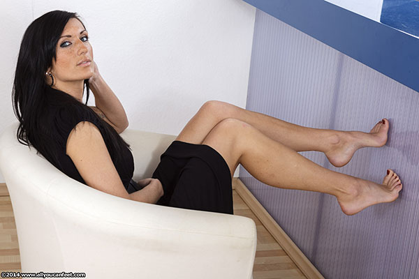 bigger preview pic from set 1680 showing Allyoucanfeet model Gina