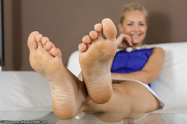 bigger preview pic from set 1681 showing Allyoucanfeet model Nicola