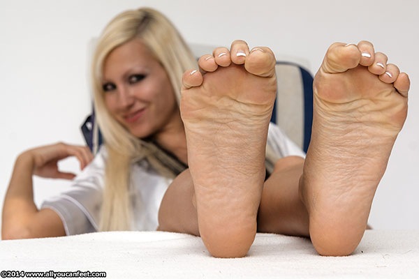 bigger preview pic from set 1707 showing Allyoucanfeet model Eva
