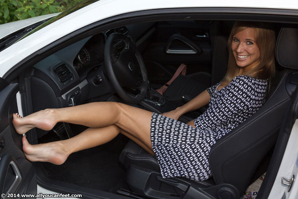bigger preview pic from set 1723 showing Allyoucanfeet model Cathy