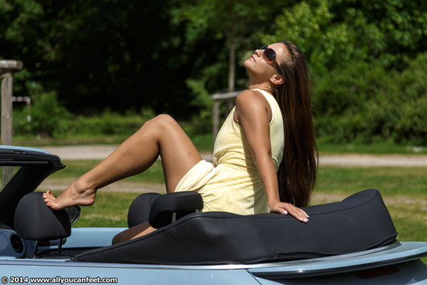 bigger preview pic from set 1739 showing Allyoucanfeet model Jolina