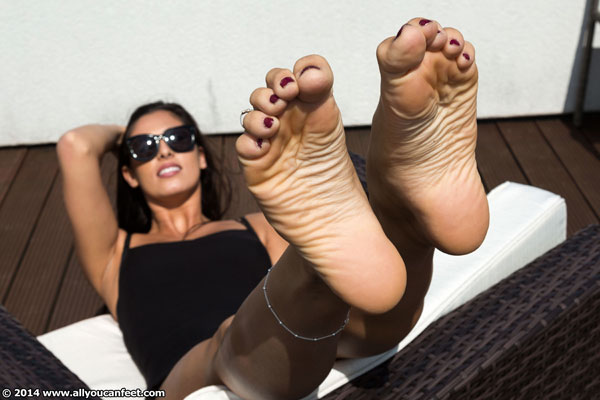 bigger preview pic from set 1763 showing Allyoucanfeet model Ricci