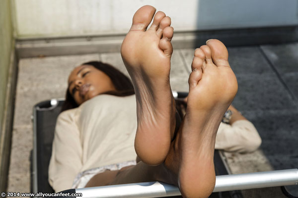 bigger preview pic from set 1832 showing Allyoucanfeet model Melody
